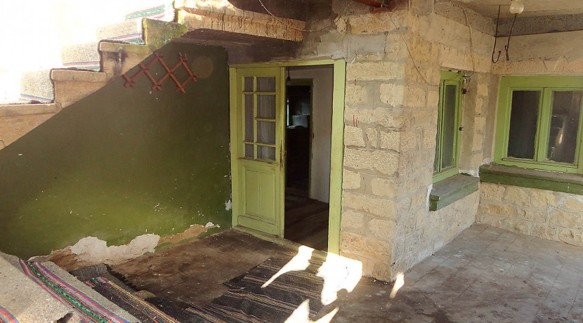 38 House for sale entrance first floor