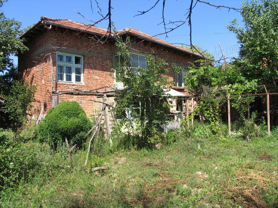 Cozy Bulgarian Home in Bazovets near Veliko Tarnovo RUS128324