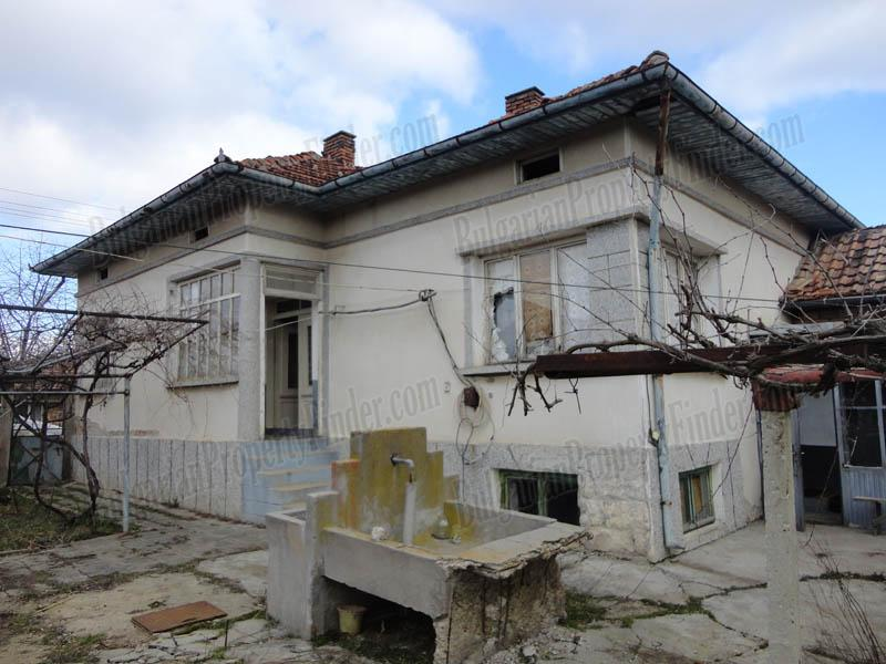 Nice Solid House for sale in a small town near Veliko Tarnovo BPFBS15021701