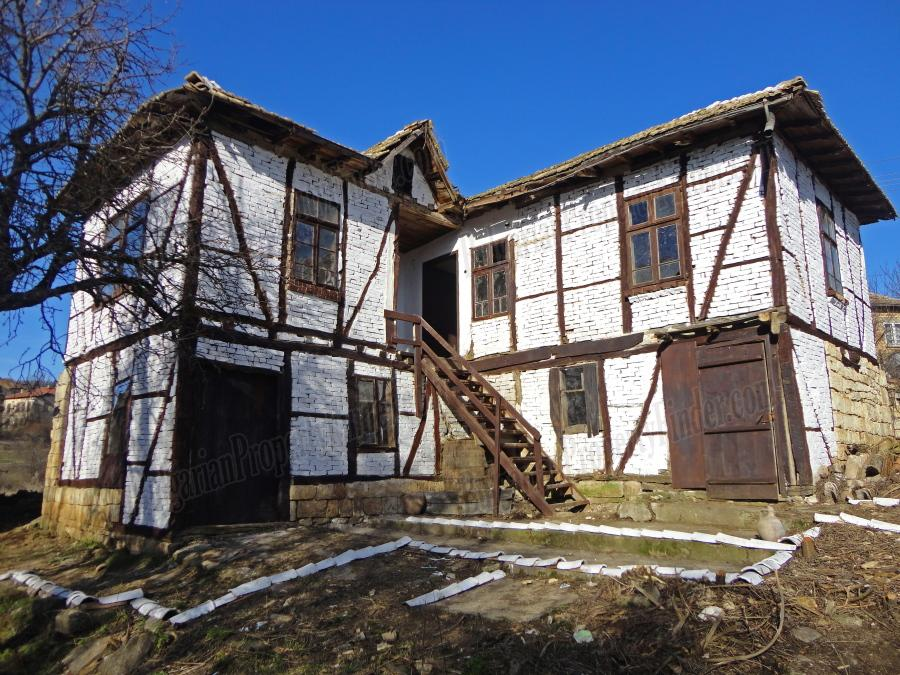 Bulgarian Pearl in the Crown House and 3200 sq. meters of land Property
